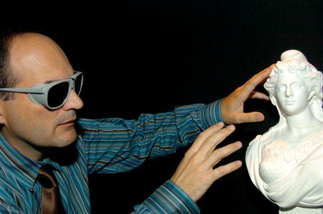 Luc Licari de Rétina France teste le Parcours de l'animation Basse Vision,