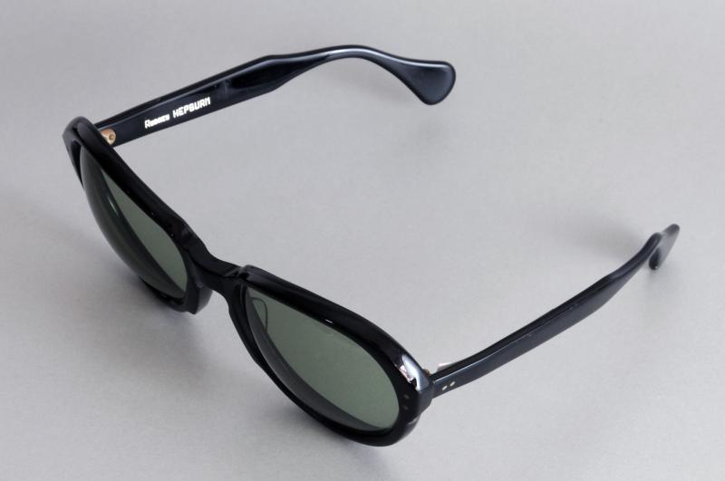 Paire de lunettes d'AUDREY HEPBURN en acétate teinté noir