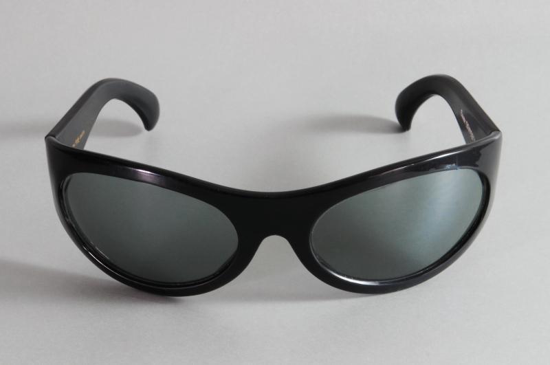 Paire de lunettes de SERGE GAINSBOURG en acétate teinté noir, modèle Marly Sport.