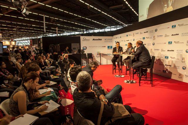 Le public suit avec attention le débat sur le Studio TV by Acuité