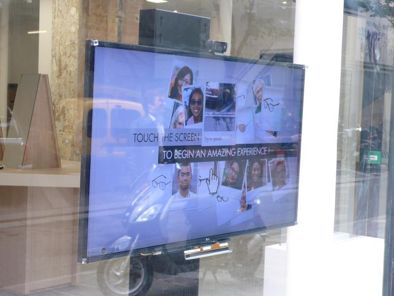 Système d'essayage depuis la rue grâce au logiciel de Fittingbox