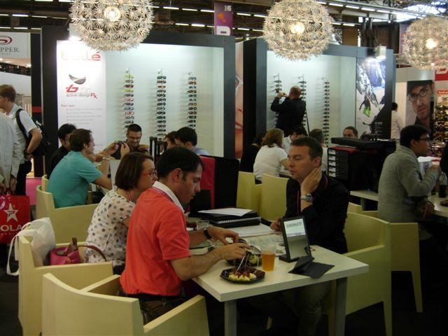 Affluence sur le stand Bushnell Outdoor Products