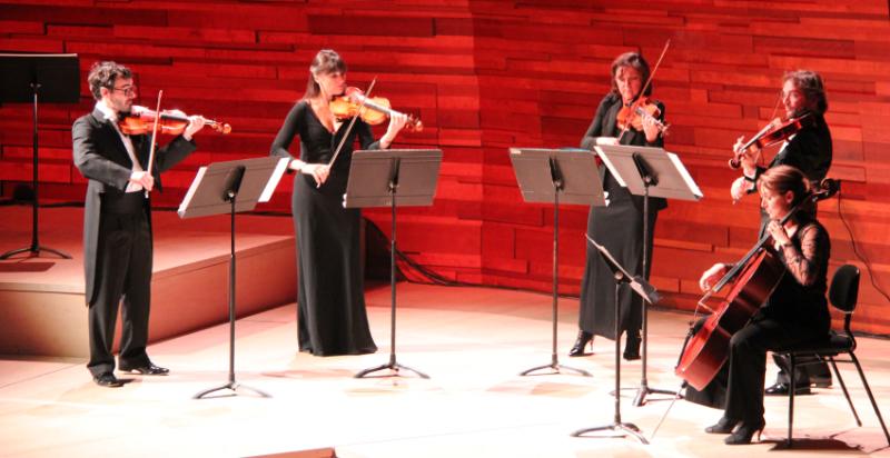 La soirée des Silmo d'Or 2015 s'est déroulée dans l'auditorium de la Maison de la Radio à Paris. Un concert a été donné avant le début de la cérémonie des Silmo d'Or