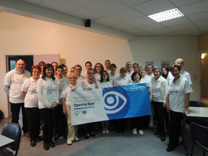 Opening Eyes à Eaubonne le 12 octobre pour le Special Olympics : 28 professionnels de santé de l'association Vision Solidarité Développement accompagnés de 10 étudiants de l'Institut et Centre d'Optométrie (ICO) de Bures-sur-Yvette ont pu voir 103 personnes dans l'objectif de les équiper, dont 32 ont été référées à des ophtalmologistes.