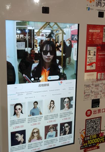 Distributeur de lentilles de contact et de lunettes