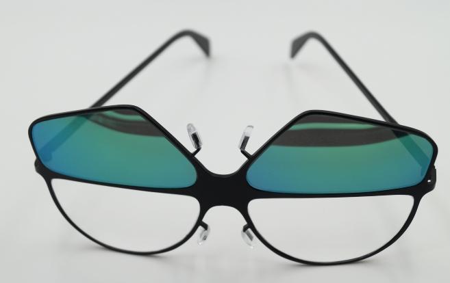 Prix du Design « Vice-Versa » avec l'Amy (Morez). Des lunettes réversibles solaires, grâce à une rotation des branches ingénieuse. Imaginées par Mathilde Lemaire (Ecole Boulle), Chloé Cassabé (ECD Nantes) et François-Xavier Antolini (ESADSE).