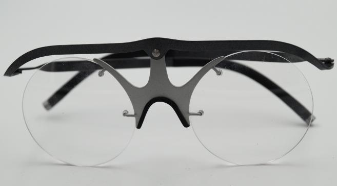 Prix de la technique : Les lunettes modulables selon la position ou l'activité grâce à des rotules avec Julbo (Longchaumois). Par Samuel Encaoua (STRATE), William Francisco (ENSAAMA) et Laëtitia Alves (LISAA).