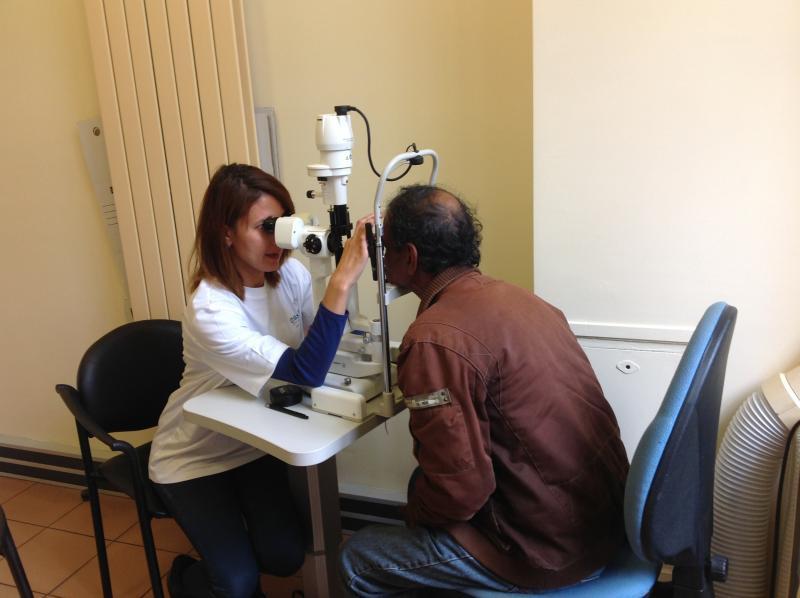 Le 9 octobre dernier, Essilor a mené en partenariat avec le Samu Social de Paris une journée d'action destinée à des personnes en grande précarité : au total, près de 200 personnes ont été reçues pour bénéficier d'un parcours de santé visuelle complet (tests de vue, examen ophtalmologique). 196 équipements ont été fournis aux personnes qui en avaient besoin.