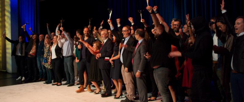 Tous les lauréats se sont réunis à la fin de la cérémonie pour faire la fête c8b04c60bf79
