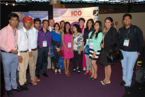 Tous ensemble avec les étudiants indiens...