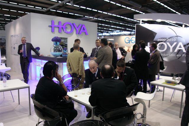 Réunion de travail chez Hoya