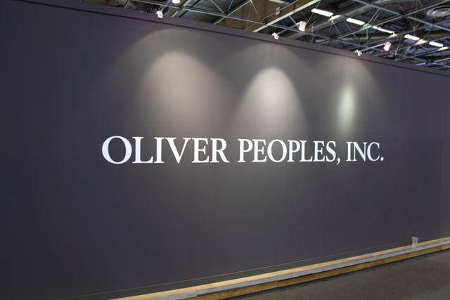 Stand Olivier Peoples