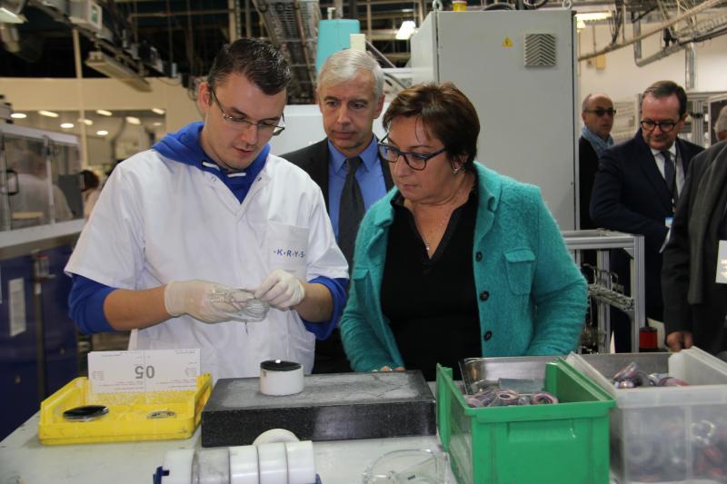 Lors de sa visite, Martine Pinville a rencontré les salariés de l'usine qu'elle a trouvé