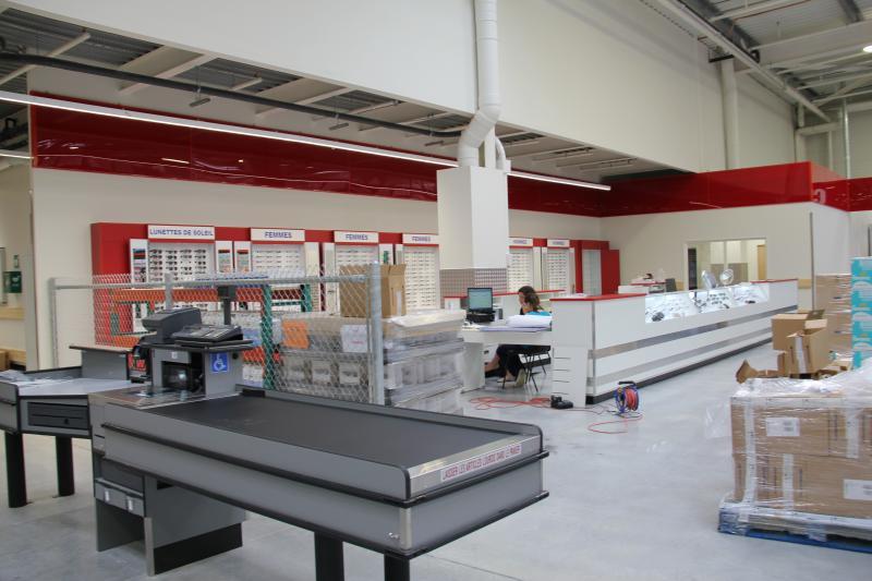 Les centres d'optique et audio sont situés près des caisses du club-entrepôt, l'endroit le plus calme de tout l'environnement. ©Acuité 2017