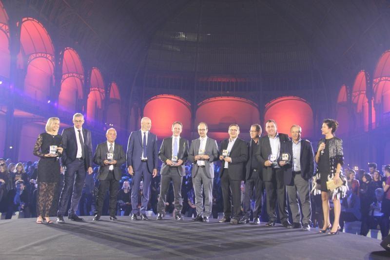 Amélie Morel, présidente du Silmo, a remis un prix spécial aux pionners : BBGR, Essilor, Grosfilley, Groupe L'Amy, Luneau, Lunettes Grasset et Morel. ©Acuité 2017