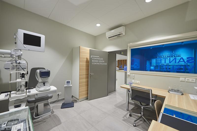 Tous les magasins sont équipés d'une salle d'examen de vue, proposent également un service contactologie et Basse Vision.