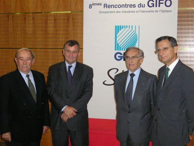 Au centre les orateurs de la conférence, Xavier Fontanet, Pdg d'Essilor et Yves Pouliquen Professeur en ophtalmologie