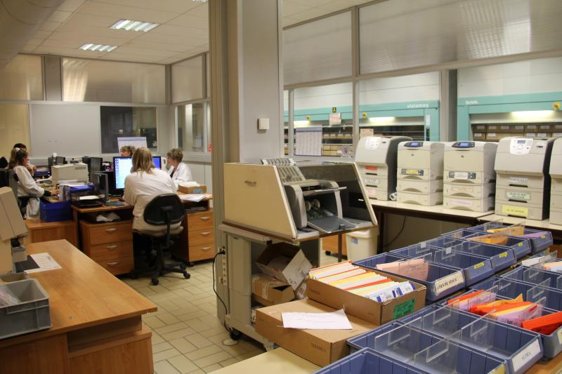 Tout commence par la réception d'une demande et le calcul du verre grâce à un logiciel spécifiquement développé, le CVS. Des ordres de fabrications sont alors édités. Environ 20 000 verres sont produits chaque année. ©Acuité 2014