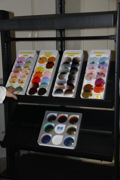 Les verres spéciaux bénéficient de toutes les options à valeur ajoutée, comme les teintes et les traitements disponibles au catalogue Essilor. ©Acuité 2014