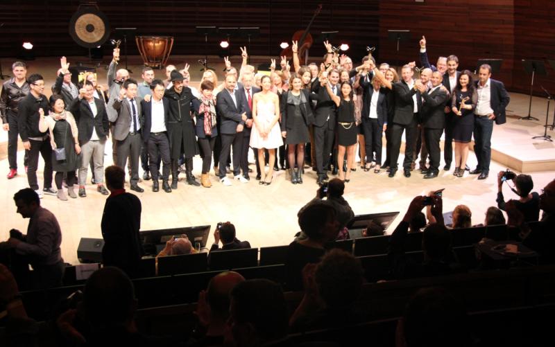 Tous les lauréats se sont réunis à la fin de la cérémonie pour faire la fête