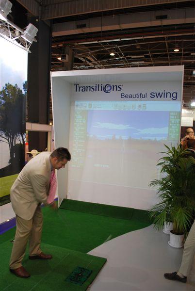 Chez Transitions, les visiteurs testent leur swing
