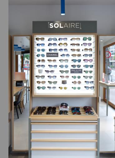 Espace solaire du nouveau concept de magasin Atol. Les produits sont mis en avant pour aider le client à s'y retrouver facilement.