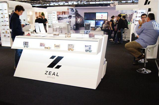 Zeal Optics, un stand tout en lumière