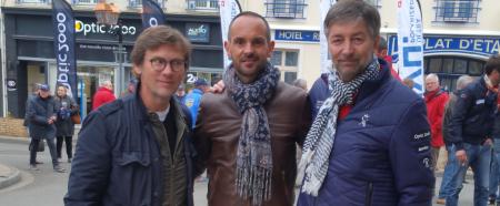 De gauche à droite : Laurent Romejko, présentateur de France 2, Romain Legrand, opticien Optic 2000 à Brou (28) et Didier Papaz, PDG du groupe Optic 2000