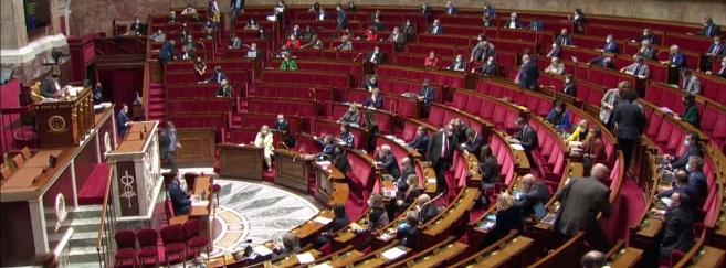 Prestation d'adaptation à 10 euros : le Sénat vote un remboursement général, l'Assemblée nationale refuse