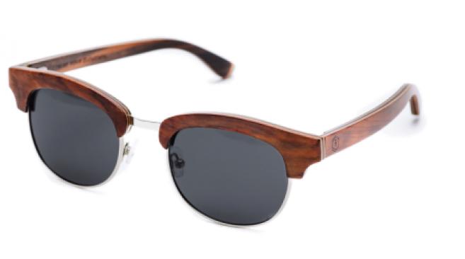 463f0a77ca476 3 jeunes ambitieux créent une marque de lunettes de soleil en bois ...