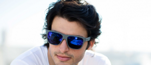 Le pilote de Formule 1 Carlos Sainz Junior, nouveau visage de Smith